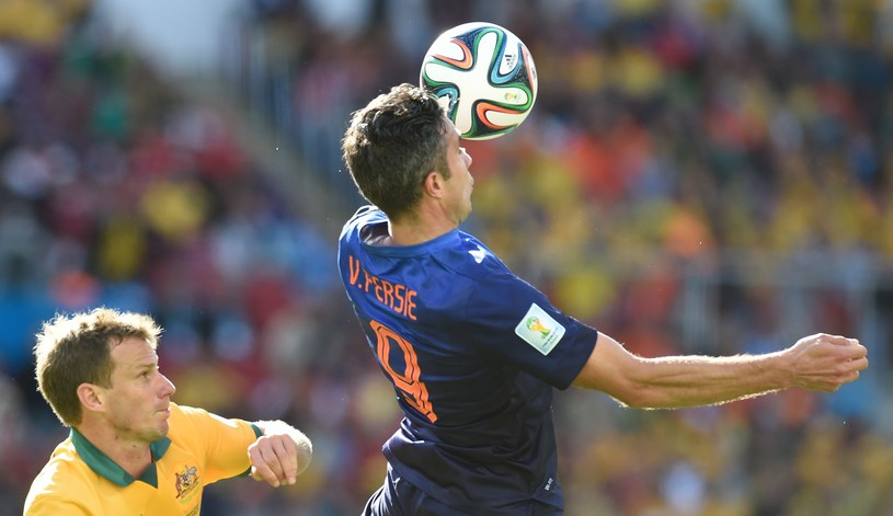 Robin van Persie (z prawej) zdobył jedną z bramek /AFP