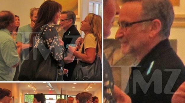 Robin Williams na sobotnim wernisażu, dzień przed popełnieniem samobójstwa - fot. TMZ.com /