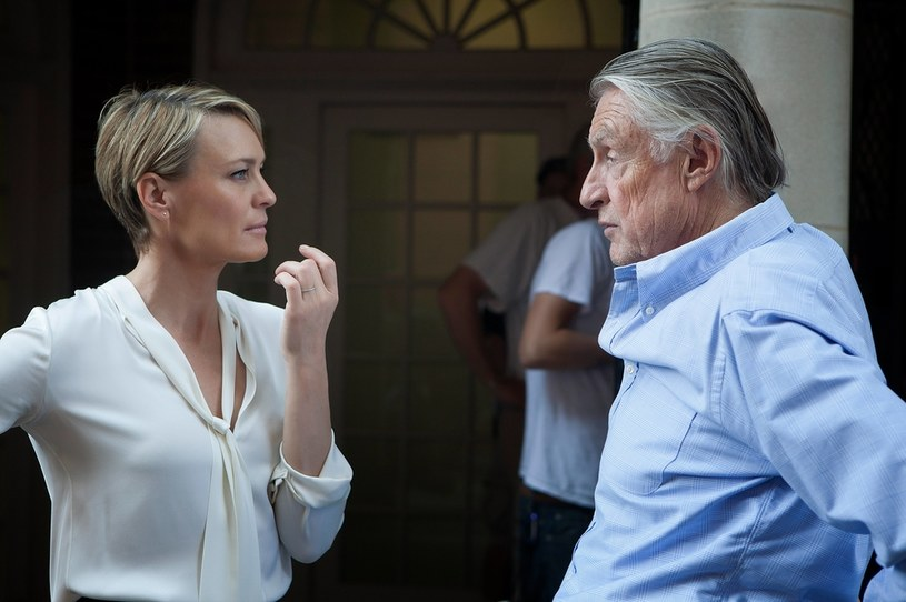 "Robin Wright i Joel Schumacher na planie serialu ""House of Cards"" /Netflix /Agencja FORUM"