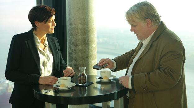 """Robin Wright i Philip Seymour Hoffman w filmie """"Bardzo poszukiwany człowiek"""". /materiały dystrybutora"""