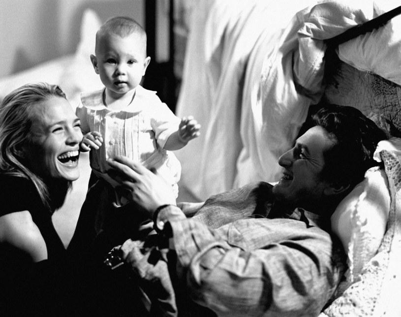 Robin Wright i Sean Penn z córeczką Dylan /Michael Tighe/Donaldson Collection /Getty Images
