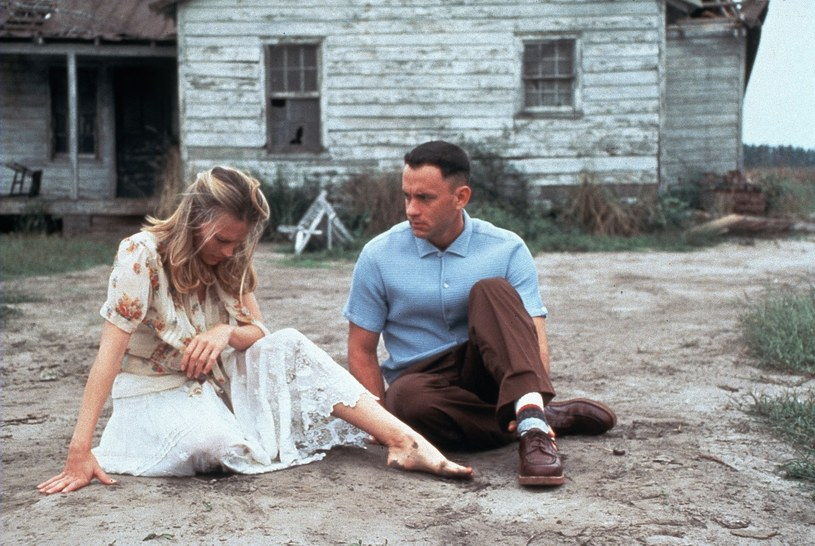 """Robin Wright i Tom Hanks w filmie """"Forrest Gump"""" /Mary Evans Picture Library /East News"""