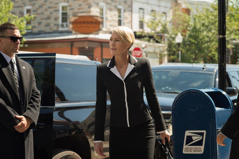 Robin Wright w roli kultowej już Claire Underwood /East News