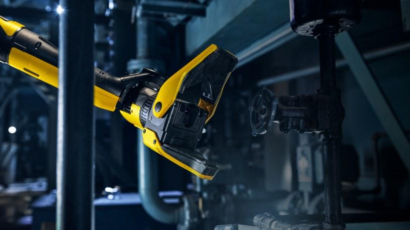 Robo-pies od Boston Dynamics doczekał się ładowarki. Zobacz, jak uzupełnia energię /Geekweek
