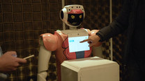 Robot wita gości hotelowych w RPA. Pomaga walczyć z koronawirusem