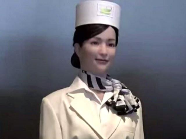 Robot witający gości hotelu Henn na /YouTube
