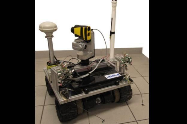 Robot zwiadowczy z dodatkowym oprzyrządowaniem pomiarowo-sterującym /materiały prasowe