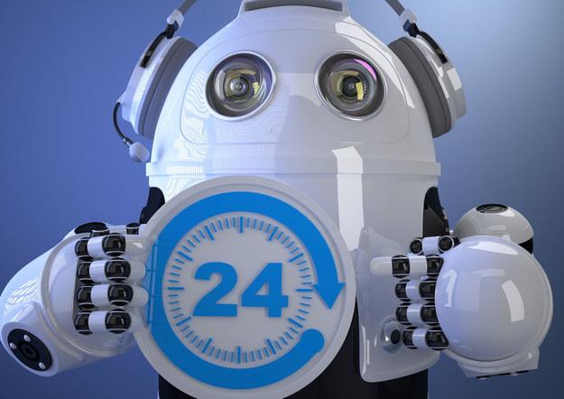Roboty były wykorzystywane dotychczas przez firmy produkcyjne. Teraz coraz częściej wdrażane są w centrach finansowo-księgowych czy obsługi klienta /123RF/PICSEL