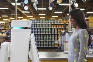Roboty pomagają klientom w robieniu zakupów