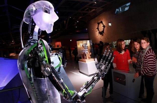 Roboty wcale nie muszą być podobne do ludzi /AFP