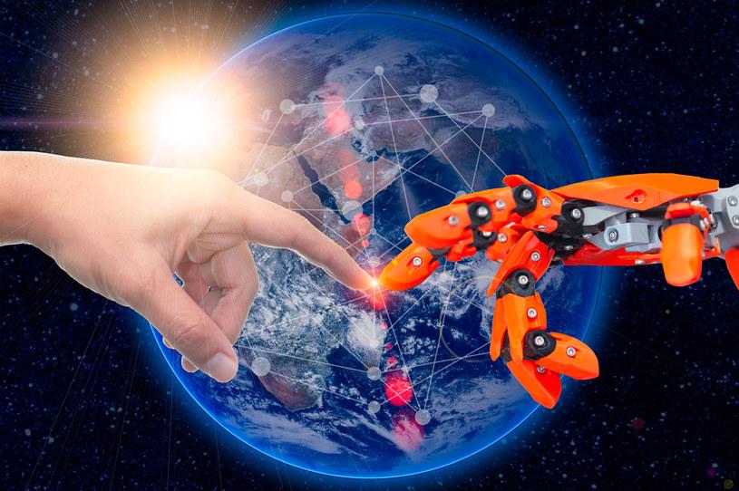 Roboty zwiększają zatrudnienie... /123RF/PICSEL