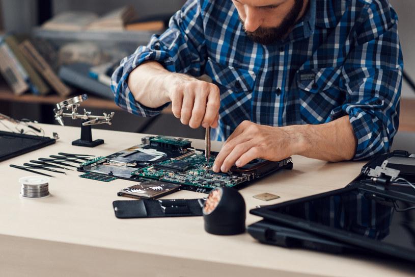 """Robotyka, automatyka i mechanika to z pewnością jedne z najbardziej """"opłacalnych"""" w przyszłości kierunków studiów /123RF/PICSEL"""