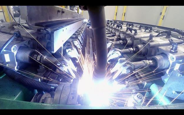 Robotyzacja w produkcji samochodów - czy to się opłaca? /Informacja prasowa