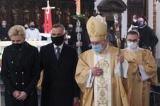 Rocznica katastrofy smoleńskiej. Bp Janocha: To, co się wydarzyło, stało się wielką raną dla narodu