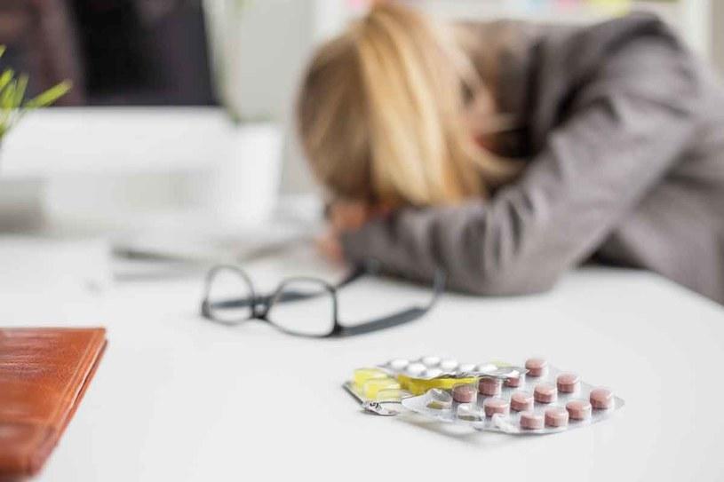 Rocznie Polacy kupują średnio ponad 120 mln opakowań leków przeciwbólowych dostępnych bez recepty. /123RF/PICSEL