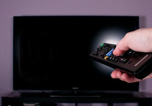 Rodacy kupują coraz większe telewizory /©123RF/PICSEL