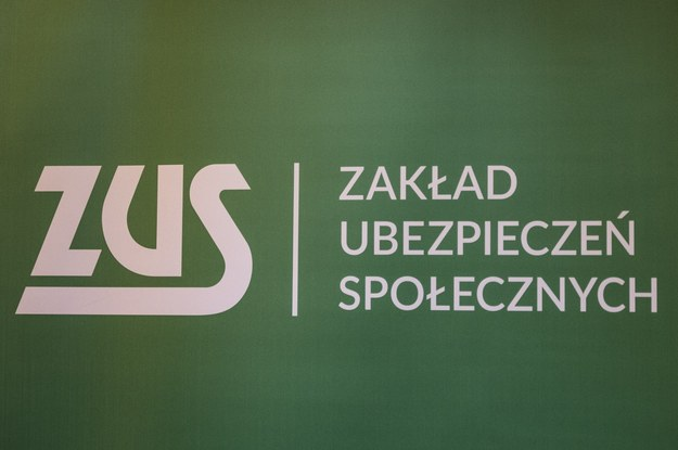 Rodacy spędzają na zwolnieniach lekarskich prawie 280 mln dni rocznie /Jacek Domiński /Reporter