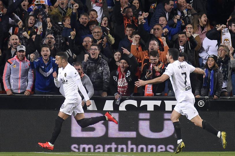Rodrigo (z lewej) cieszy się po strzelonym golu /AFP