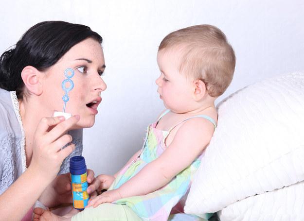 Rodzic najlepiej wspiera rozwój swojego dziecka. /123RF/PICSEL