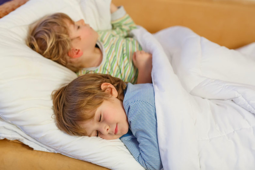 Rodzice chcą, by ich dzieci spały spokojnie /123RF/PICSEL