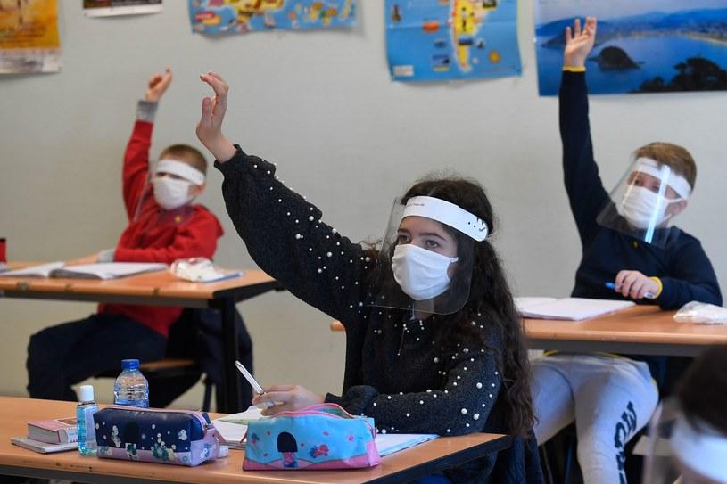 Rodzice dzieci we Włoszech muszą składać specjalne oświadczenia /AFP