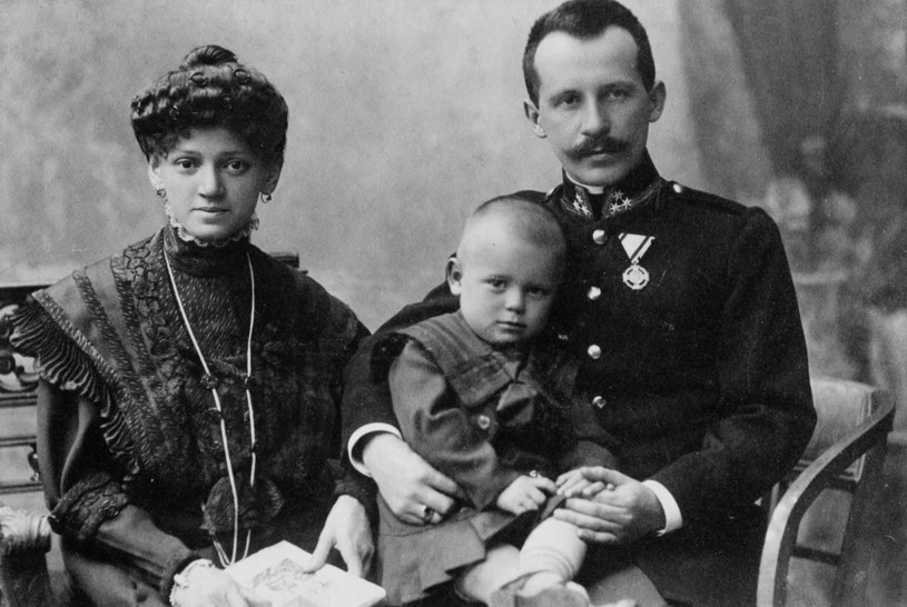 Rodzice Jana Pawła II z małym Edmundem /Archiwum Kurii Metropolitalnej Archidiecezji Krakowskiej  /archiwum prywatne