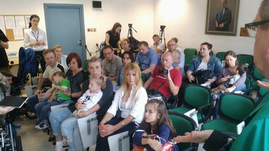 Rodzice małych pacjentów szpitala dziecięcego w Prokocimiu /Przemek Błaszczyk /RMF MAXXX