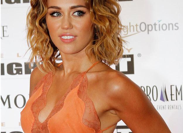 Rodzice Miley Cyrus nie pozwolili jej na zabieg przed 18. urodzinami /Getty Images/Flash Press Media