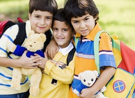Rodzice powinni wybierać dla dzieci tylko lekkie tornistry - z szerokimi, wyściełanymi szelkami /© Panthermedia