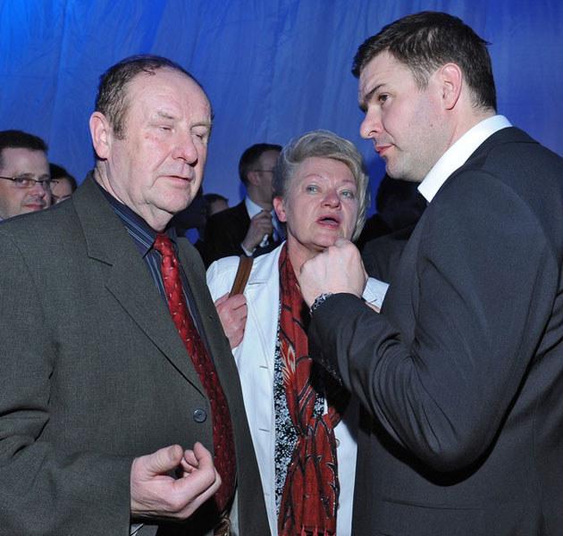 Rodzice Tomasza Karolaka od dawna starają się go namówić na ślub  /East News