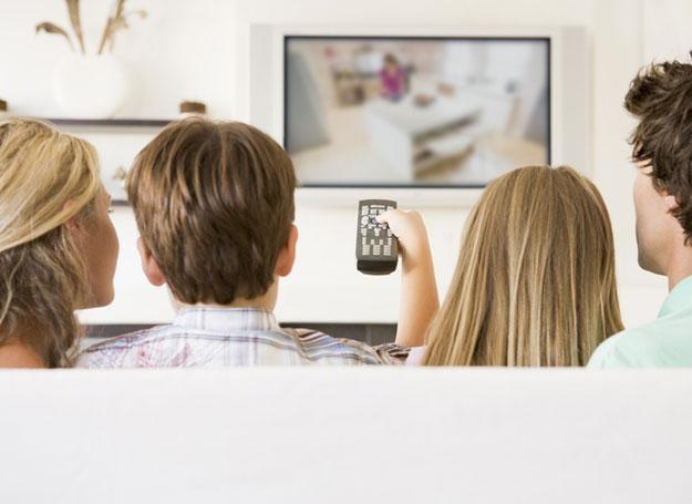 Rodzice zajęci telewizją i komputerem przestali rozmawiać z dziećmi /© Panthermedia
