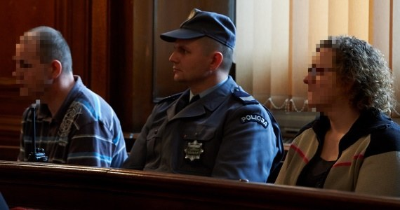 Rodzice zastępczy z Pucka na ławie oskarżonych /Adam Warżawa /PAP
