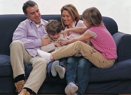 Rodzicielstwo sprawia, że kobiety stają się bardziej liberalne /ThetaXstock