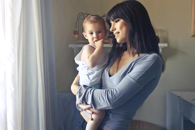 """""""Rodzimy się bardzo niedojrzali. Ludzkie niemowlę jest istotą totalnie nieporadną"""" /pexels.com /"""