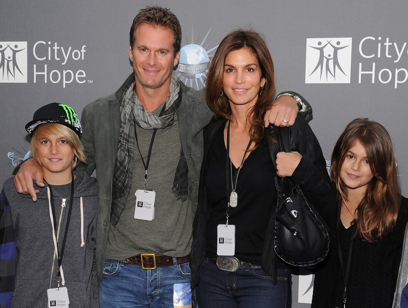 Rodzina Cindy w komplecie (od lewej): syn Presley, mąż Rande, Cindy i jej piękna córka Kaia /Getty Images