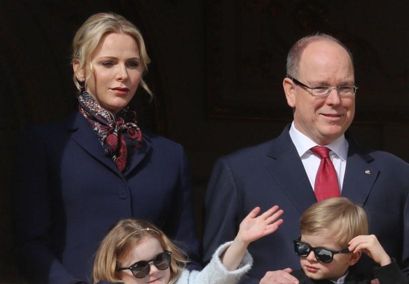 Rodzina królewska podczas parady w Monako /VALERY HACHE/AFP/East News /East News
