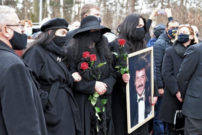 Rodzina Krzysztofa Krawczyka w trakcie pogrzebu /PAP/Grzegorz Michałowski /PAP