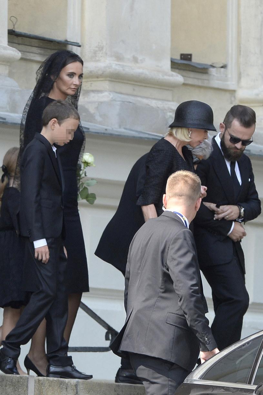 Rodzina Kulczyków na pogrzebie biznesmena /Niemiec /AKPA