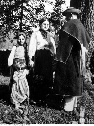 Rodzina Łemków z powiatu jasielskiego /Z archiwum Narodowego Archiwum Cyfrowego