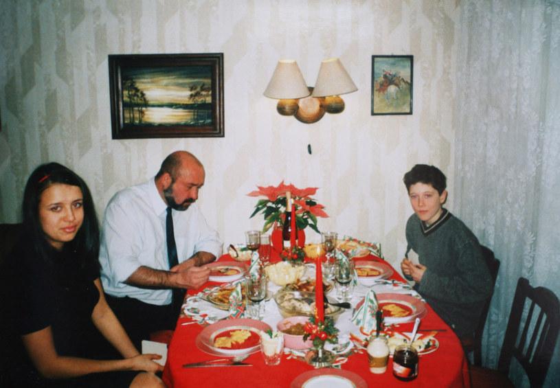 Rodzina Lewandowskich: Od prawej Robert, ojciec Krzysztof i siostra Milena /Artur Hojny/Agencja SE /East News