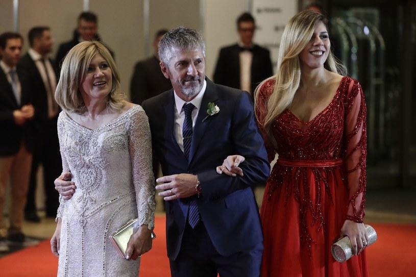 Rodzina Messiego na ślubie: Od lewej mama (w sukience, która jest tak szeroko komentowana), tata i siostra /Associated Press /East News