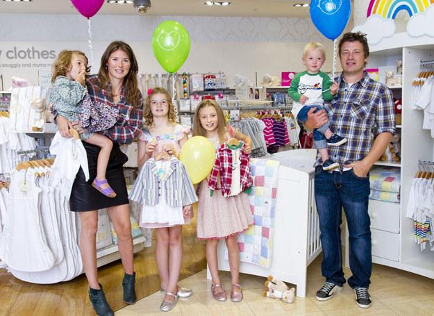 Rodzina Oliverów z komplecie /East News