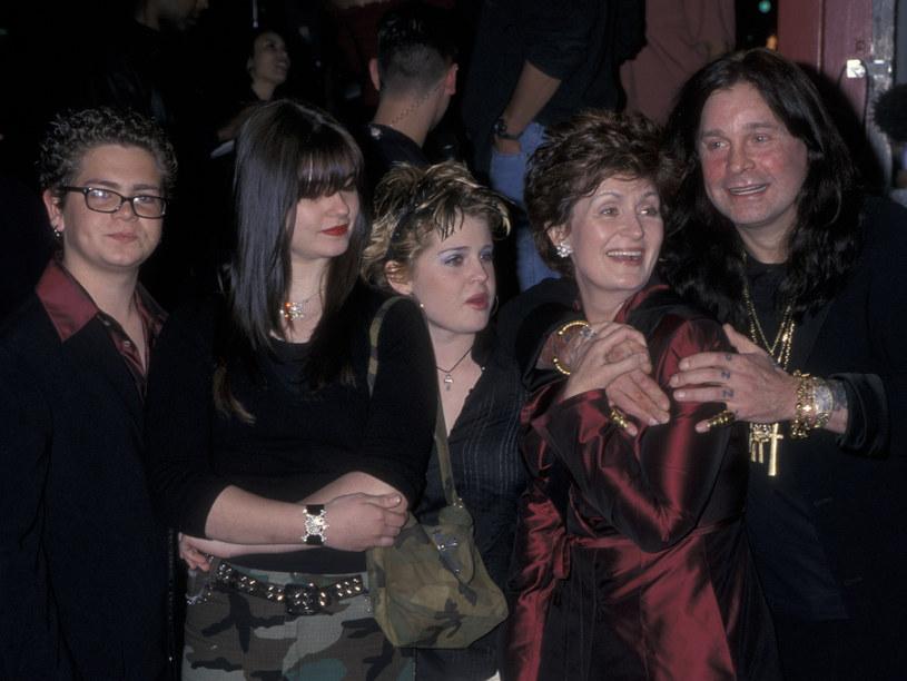 Rodzina Osbourne'ów w 2000 r. - od lewej: Jack, Aimee, Kelly z rodzicami: Sharon i Ozzym /Ron Galella, Ltd./Ron Galella Collection /Getty Images