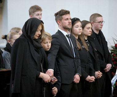 Rodzina Pawła Królikowskiego na pogrzebie aktora