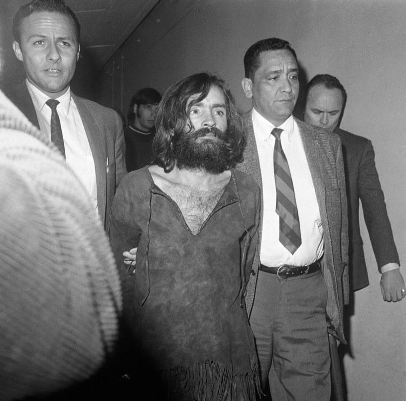 Rodzina przemieniała młode kobiety w bezwzględne morderczynie - wszystko za sprawą Mansona /Harold Filan /East News