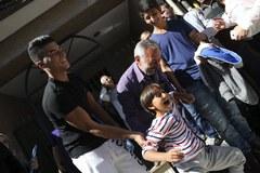 Rodzina syryjskich uchodźców zaczyna nowe życie w Hiszpanii. Na Węgrzech ojcu podłożono nogę