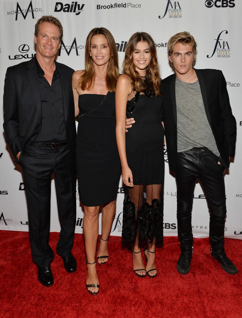 Rodzina w komplecie: Rande Gerber, Cindy Crawford, Kaia Gerber i Presley Gerber /D Dipasupil /Getty Images