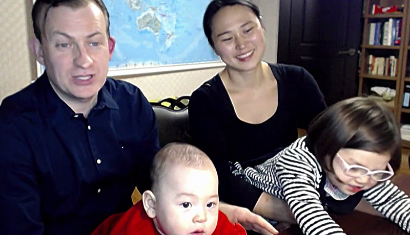 Rodzinka w komplecie! /BBC News /YouTube