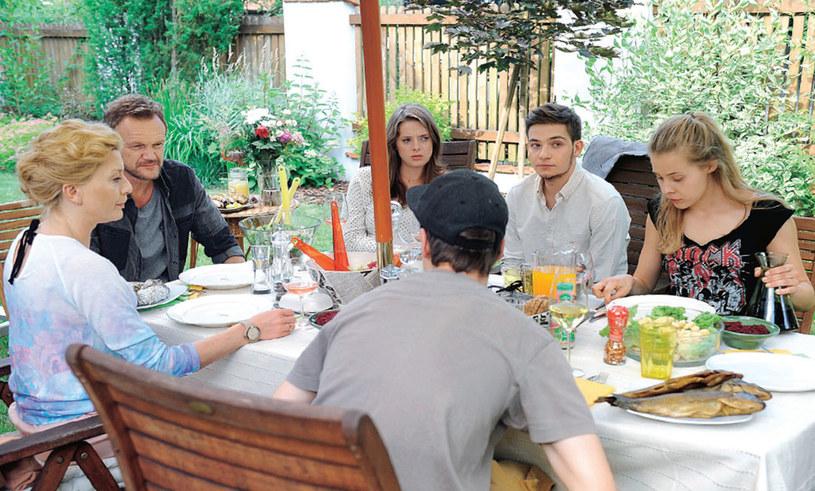 Rodzinny obiad. Nie zawsze przebiega w ciepłej i spokojnej atmosferze /materiały prasowe