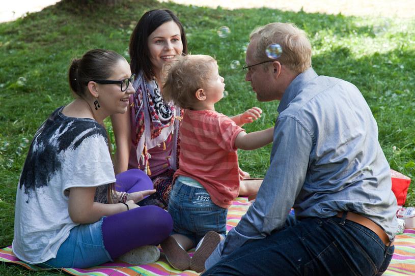 Rodzinny piknik zakończył się przypadkowym pocałunkiem Anki i Andrzeja... /x-news/ KAROLINA KARWAN/ EAST NEWS /TVN